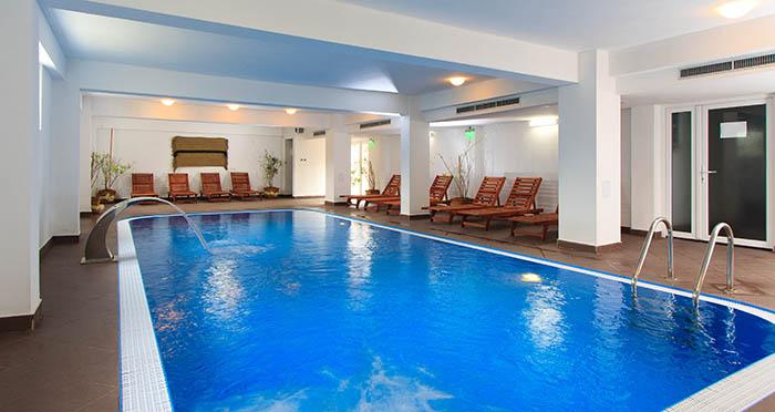 Mobila pentru bucataria piscina interioara apa termala for Hotel cu piscina