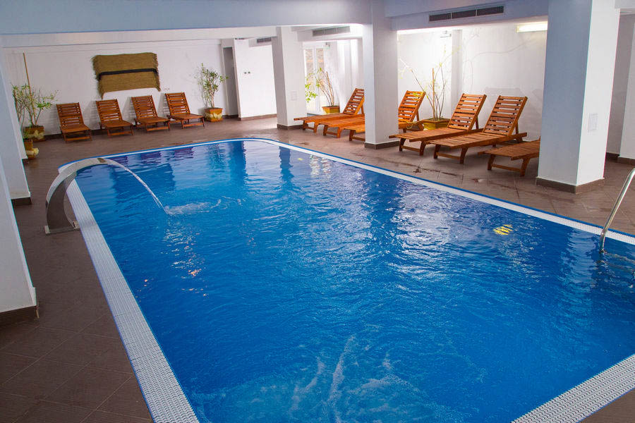 Piscina coperita hotelul domnitei for Agrement piscine